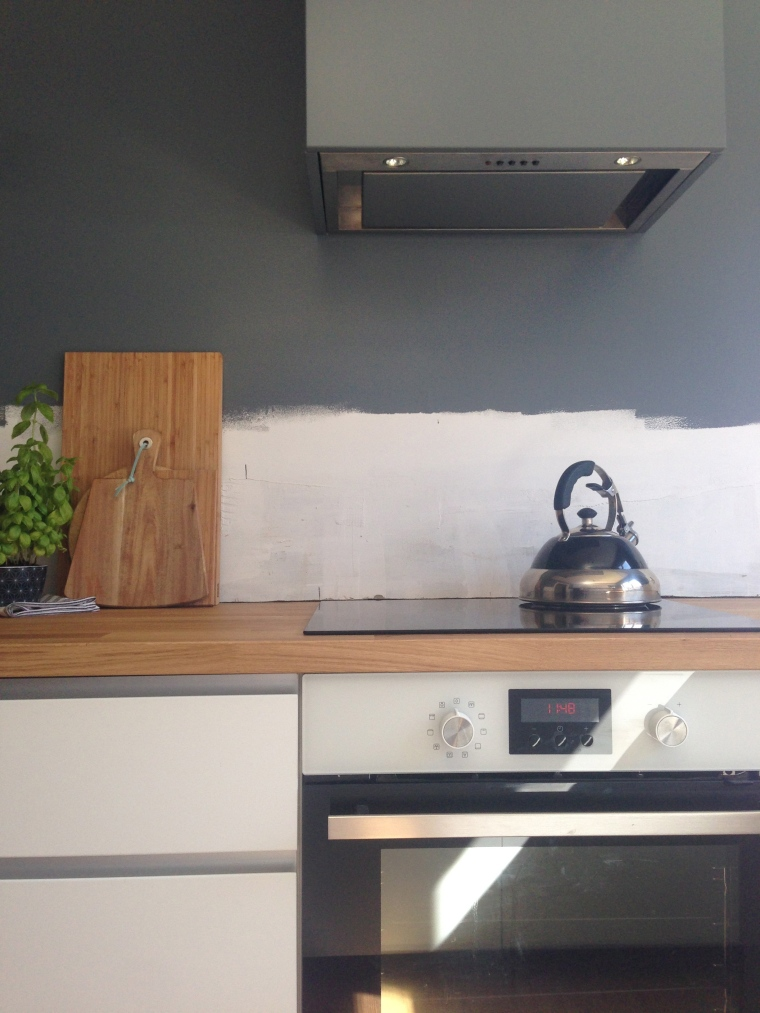 Hob, extractor and oven